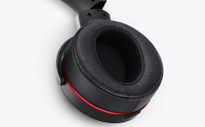 Pressure-relieving earpads